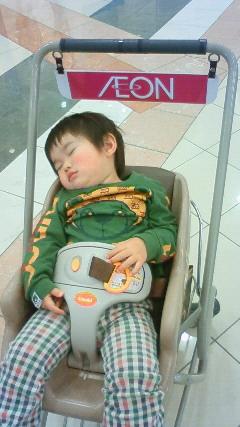 子供カートで寝る