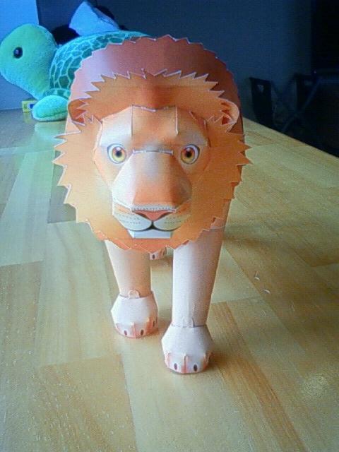 ライオン前